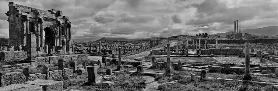 Algeria. L'antica Timgad (J. Koudelka)