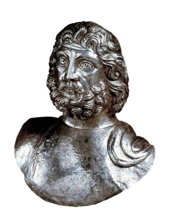 Il busto in argento di Giove Graio rinvenuto al Piccolo S. Bernardo (regione.vda)