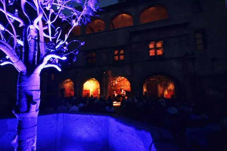 La Fontana del Melograno a Issogne durante Chateaux en Musique (www.federicolonghi.it)