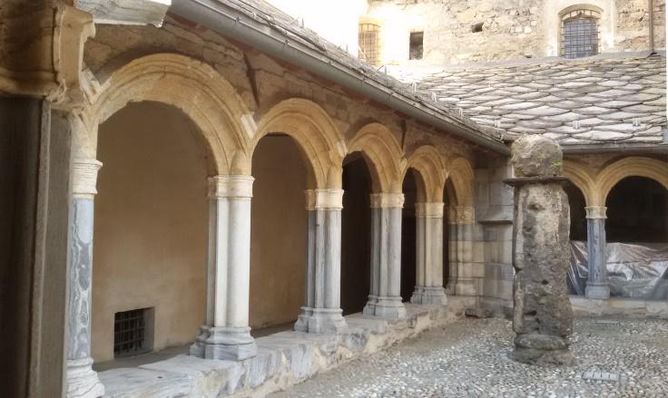 Chiostro della cattedrale di Aosta-galleria est (S. Bertarione)