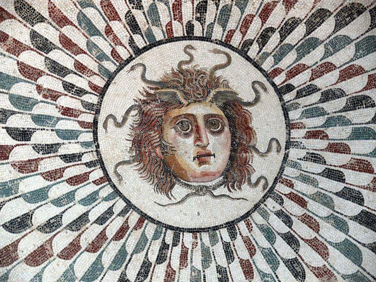 Mosaico raffigurante Medusa dalla villa di Curtius Rufus ad Adrumetum-Sousse (II sec.d.C.)