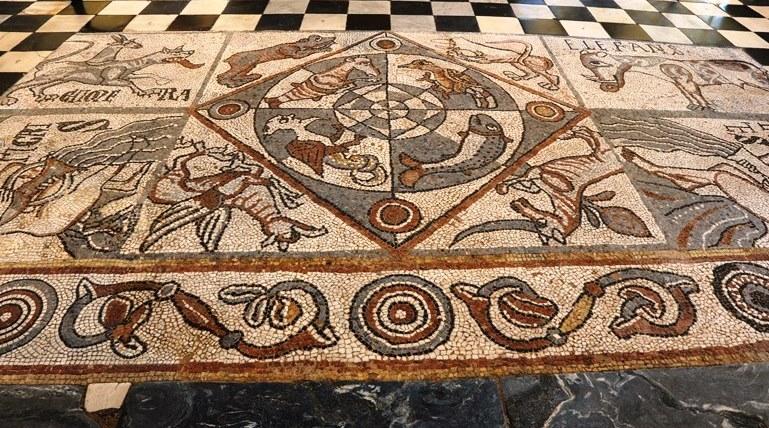 Vista generale da ovest del mosaico superiore del coro della Cattedrale di Aosta (Foto Enrico Romanzi)