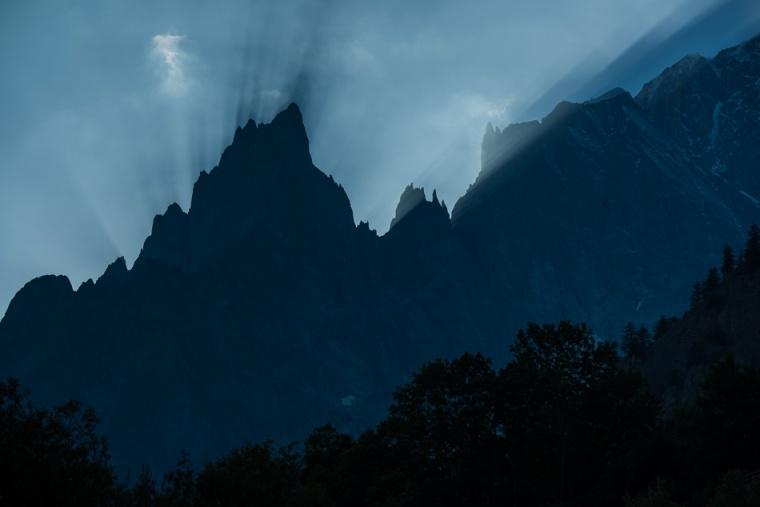 L'Aiguille Noire du Peuterey in Val Veny. (da: www.jeromebiols.com)