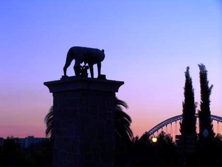 Tramonto su Merida e lupa capitolina (da tripwolf.com)