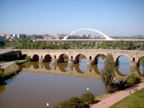 Il ponte romano sulla Guadiana (da wikimapia.org)