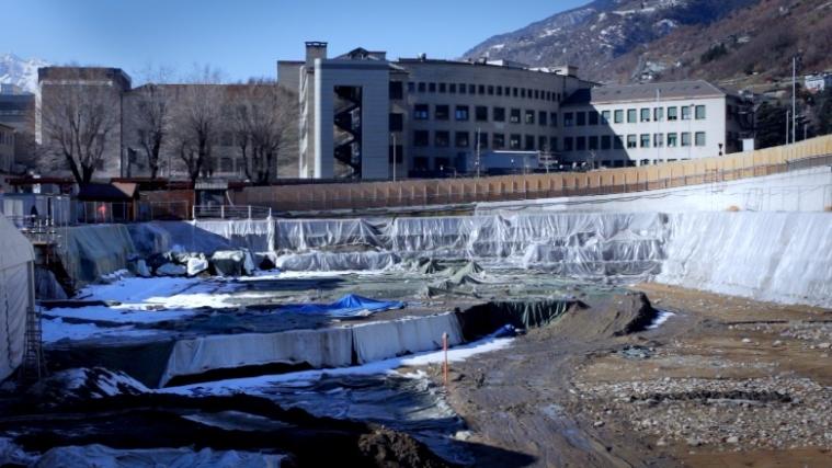 Il cantiere per l'ampliamento dell'ospedale ad Aosta. (Akhet-Stevanon)