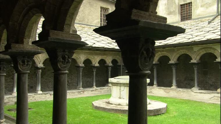 281097784-collegiata-di-santorso-aosta-cloister-romanesque