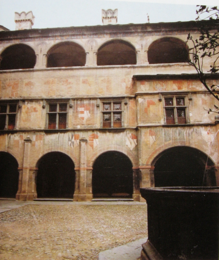 22 - Cortile Issogne