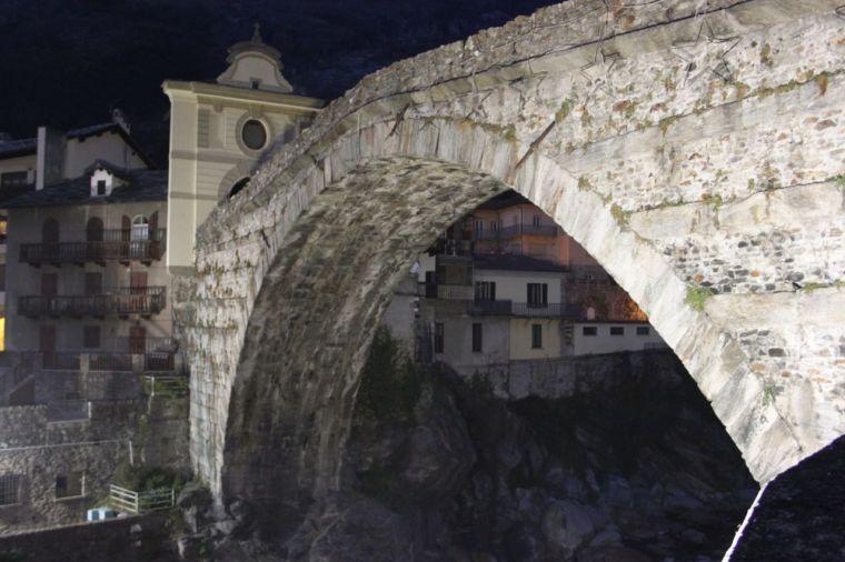 Ponte romano di Pont-Saint-Martin (da www.guideaostawelcome.it)