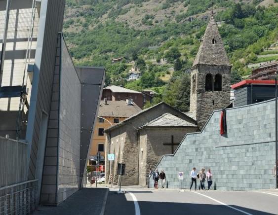 La cappella romanica di Saint-Martin-de-Corléans e la vicina Area Megalitica ad Aosta ad Aosta (da valledaostaglocal.it)
