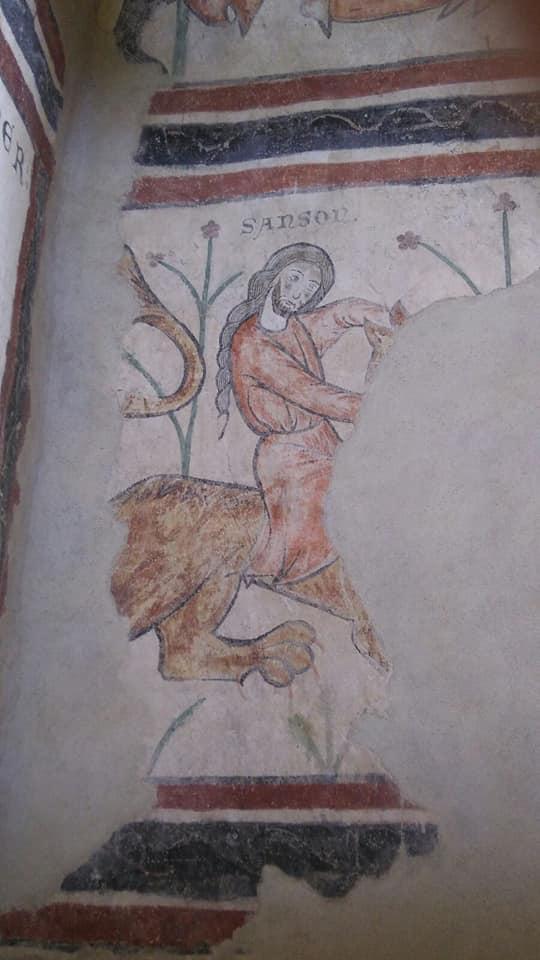 Sansone che smascella il leone raffigurato all'interno del donjon (foto: S. Bertarione)