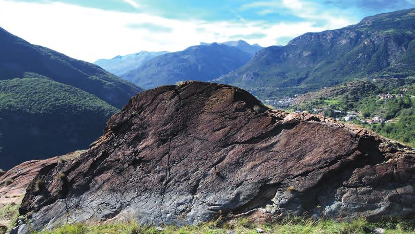 la-prima-roccia-incisa-di-chenal-foto-a-arcaro