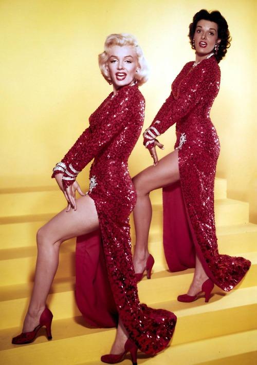 """Marilyn Monroe con Jane Russell: """"Gli uomini preferiscono le bionde"""" (1953)"""