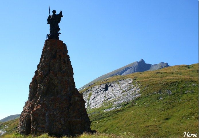 La statua di San Bernardo al Gran S. Bernardo (Hervé Eklablog)