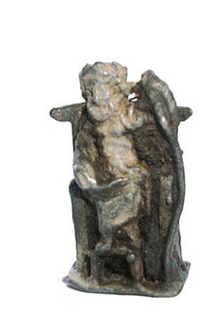 Statuetta miniaturistica in bronzo raffigurante Giove Ottimo Massimo seduto in trono rinvenuta al Gran San Bernardo (scavi Framarin 2006, foto S. Galloro)