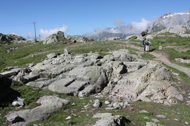 Tracce del tempio di Giove Pennino incassato nella roccia (foto S. Bertarione)