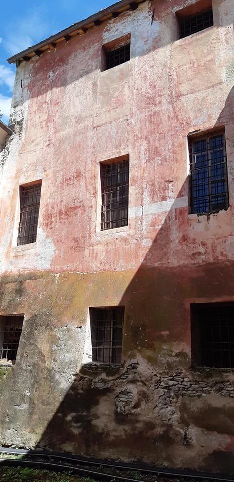 Chateau Vallaise-Una porzione del castello non ancora restaurata