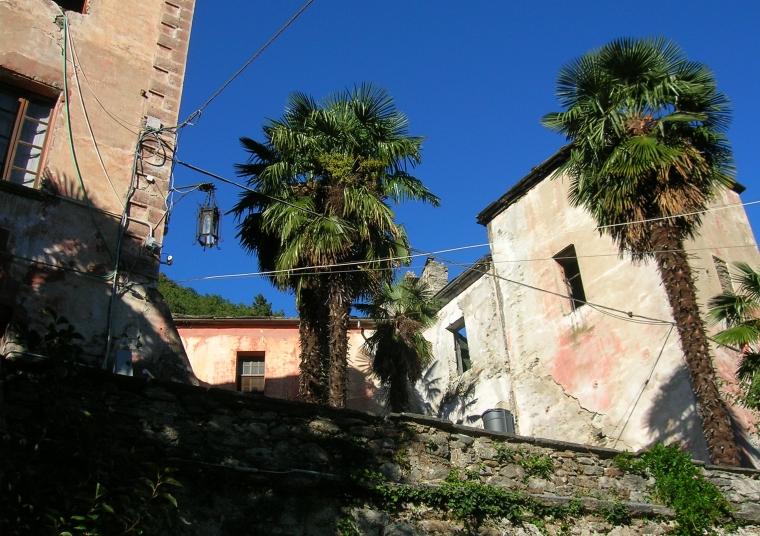Chateau Vallaise prima dei restauri esterni