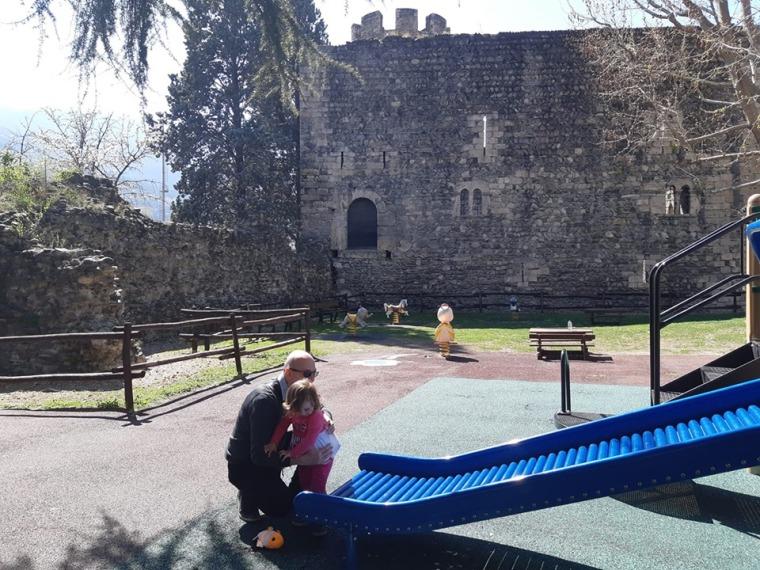 Aosta. Giardinetti accanto alla Torre di Bramafam