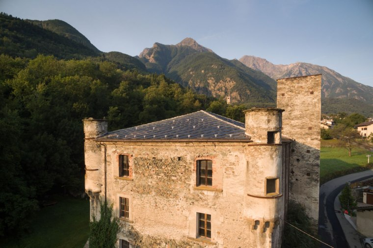 Il castello di Saint-Marcel oggi (lavori in corso) - centrovalledaosta