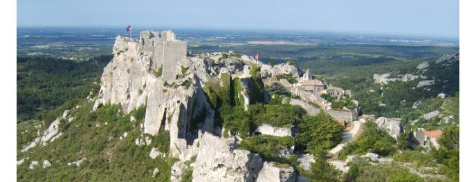 Il castello di Les-Baux-de-Provence (provence-pays-arles.com)