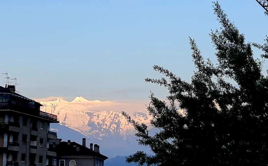 #AllaFinestra di mattina,il ghiacciaio dello Chateau Blanc visto da Aosta (Stella)